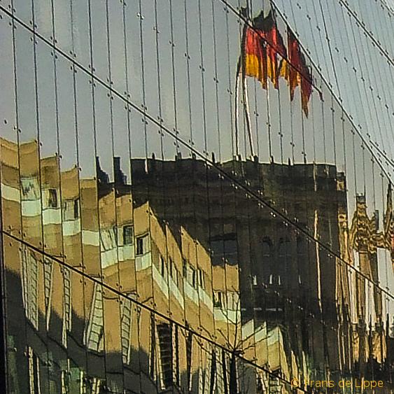 Deutscher Bundestag - sich spiegelnd